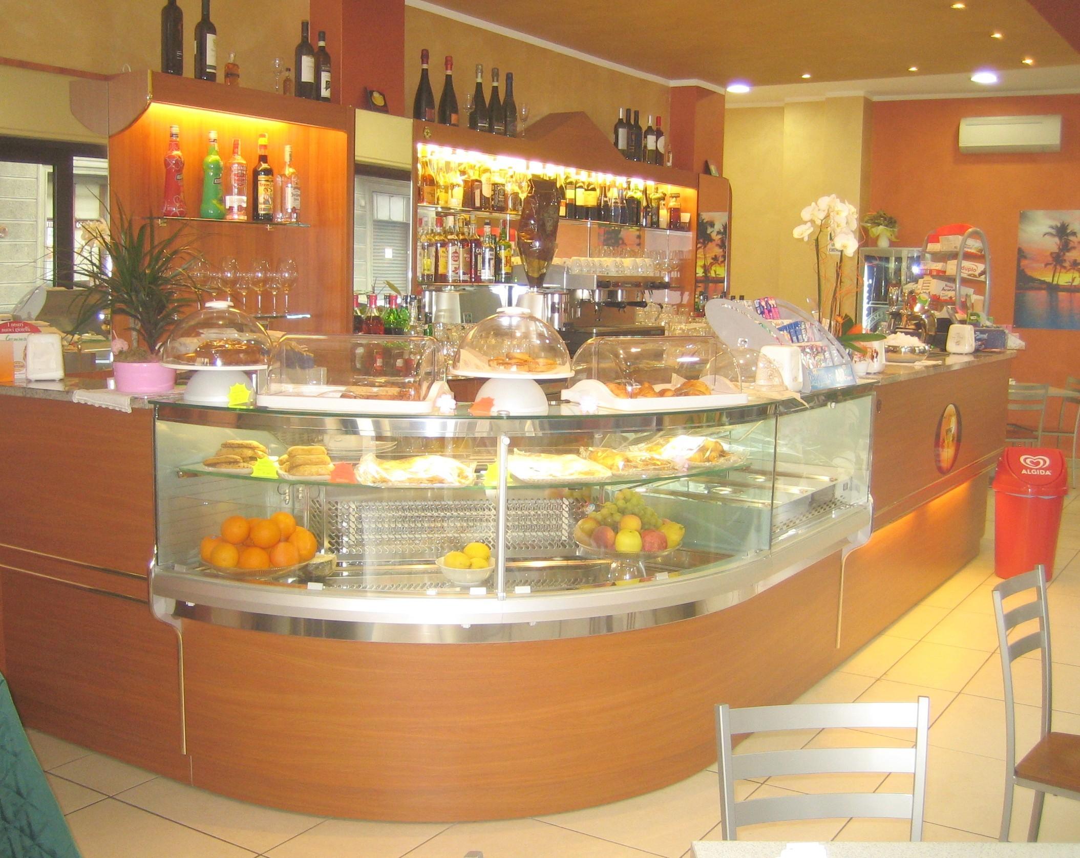 Banchi bar i piu 39 grandi produttori di banchi bar for Arredamenti bar brescia